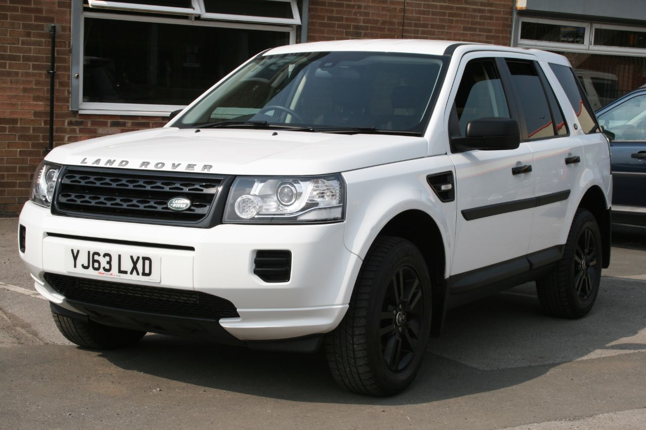 Land Rover Freelander 2 2.2 TD4 BLACK AND WHITE Four Wheel Drive Diesel White at Four Plus 4 Leeds